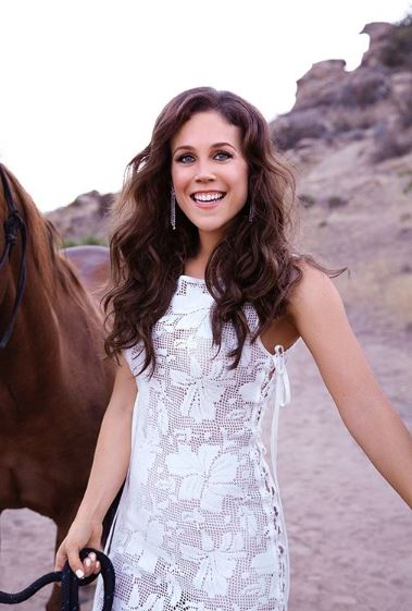 Erin Krakow Wiki, Bio, Age, Affairs, Relationship, Ethnicity, Salary, Married, Family, Instagram